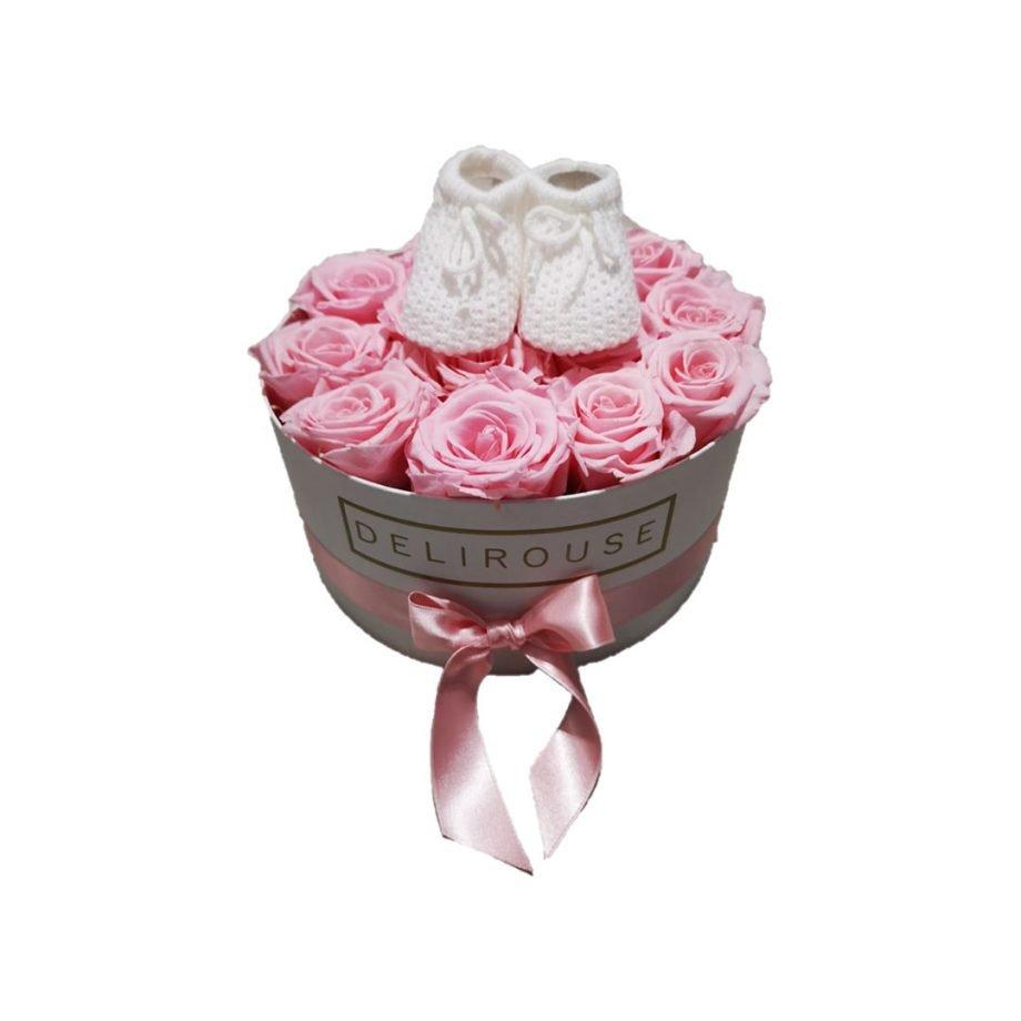 Caja Mediana con Rosas Eternas y Zapatos de Bebé