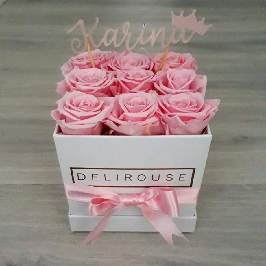 Caja Pequena Cuadrada de Rosas con Topper Personalizado 2