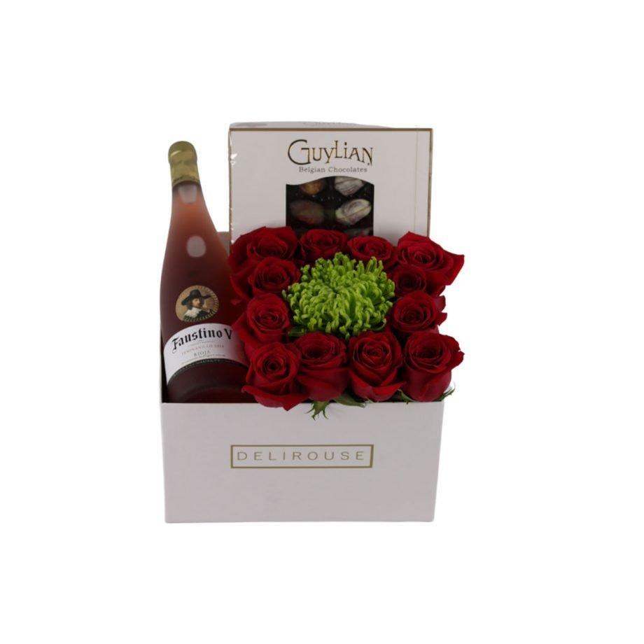 Caja Grande Cuadrada con Rosas, Crisantemo y Complementos