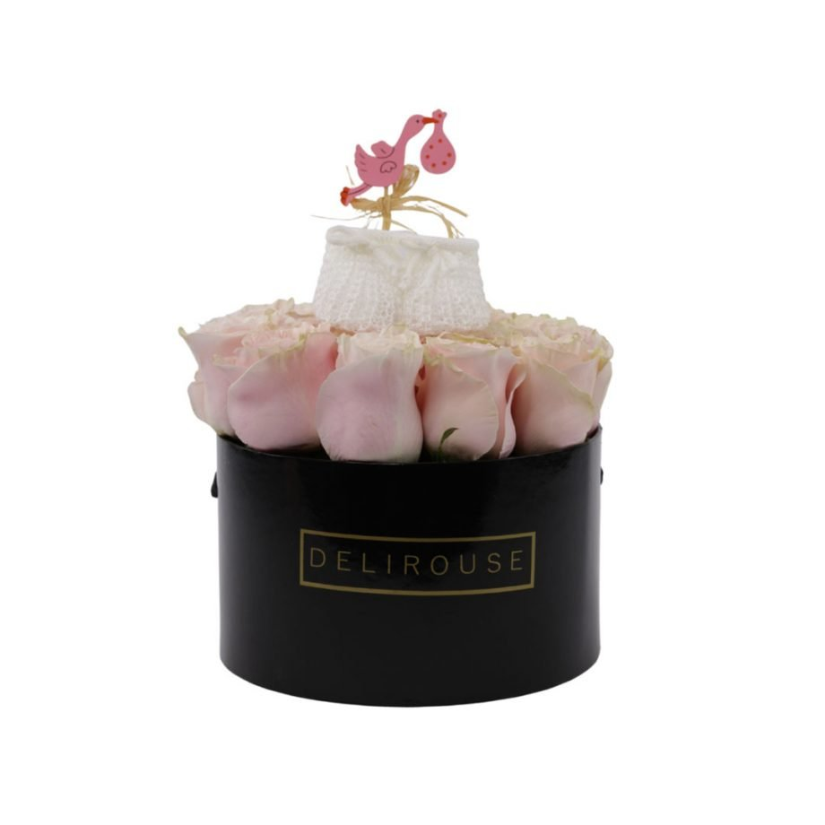 Caja Mediana de Rosas con Zapatitos para Bebé 3