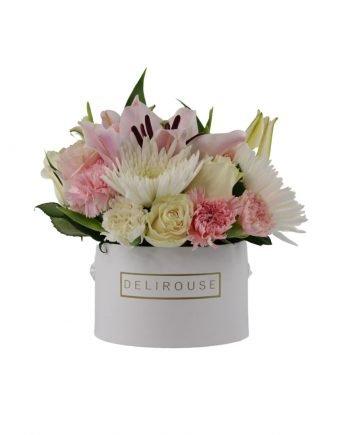 Caja Pequeña con Flores de Temporada