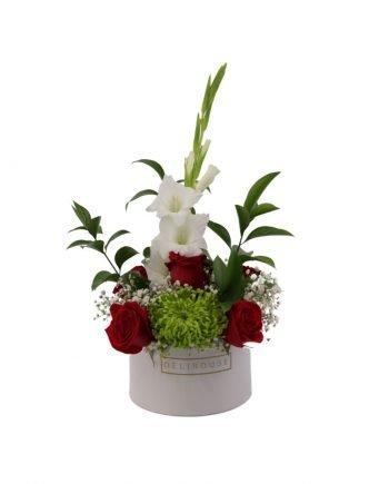 Caja Pequeña con Flores Silvestres y Rosas 1